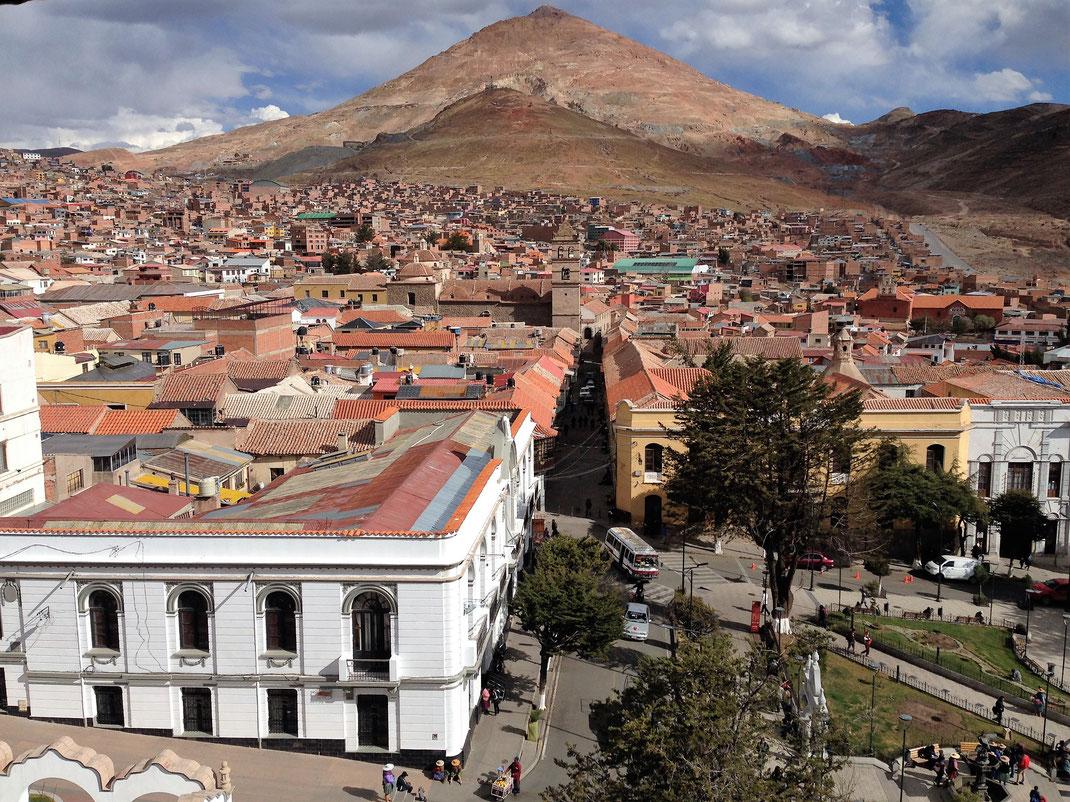 Potosí und der Cerro Rico, der Reiche Berg, Potosí, Bolivien (Foto Jörg Schwarz)