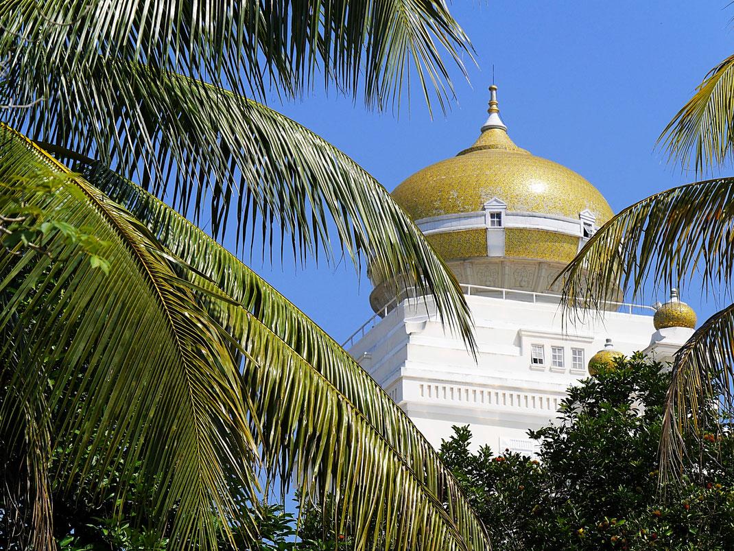 Viel zu sehen ist vom großen Palast des Sultans nicht... Kuala Kangsar, Malaysia (Foto Jörg Schwarz)