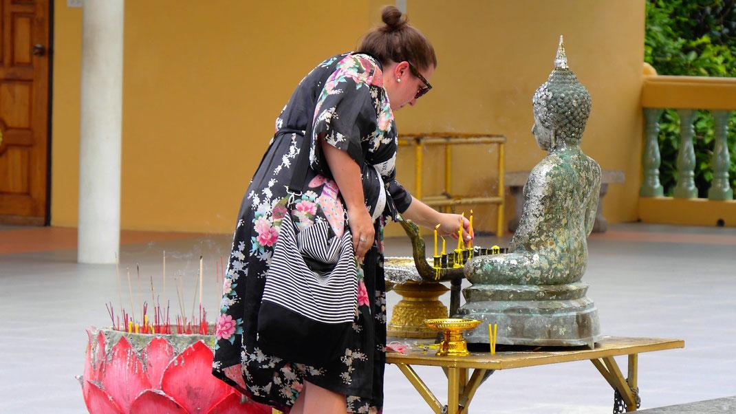 Der Buddhismus in Thailand lebt! Auch bei den Touristen... Koh Samui, Thailand (Foto Jörg Schwarz)