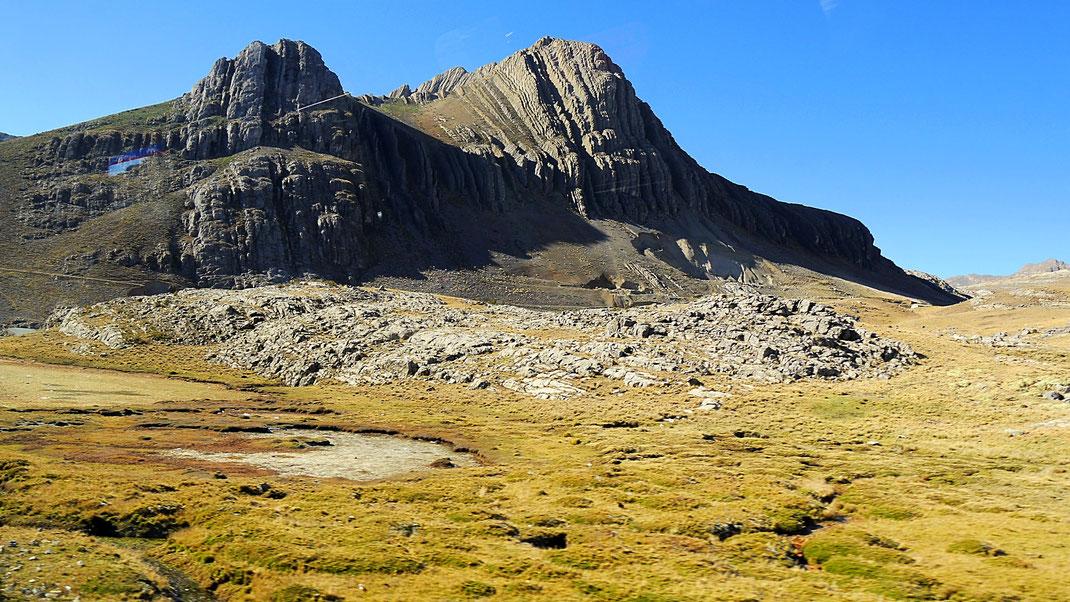 Gemälde der Natur, Pampa auf dem Weg ins Yauyos Conchas-Tal, Peru (Foto Jörg Schwarz)