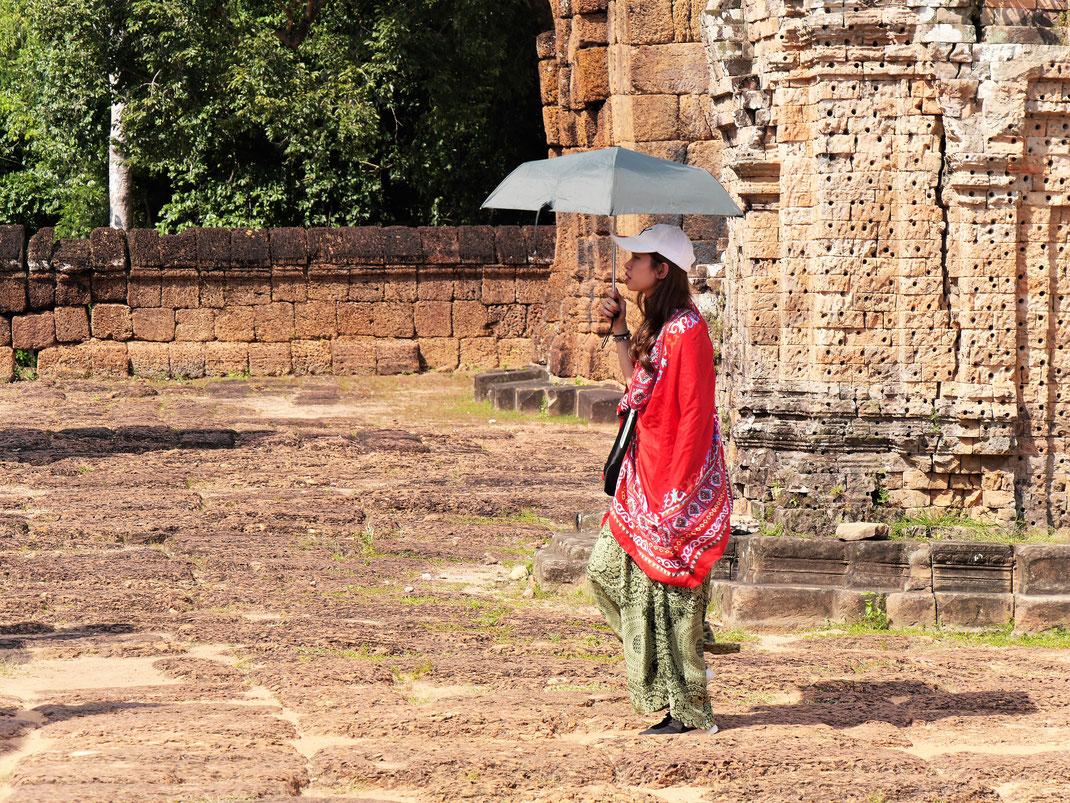 Ja, es ist heiß... Diesen Tempel bitte früh morgens oder spät zum Sonnenuntergang besuchen... Kein Schatten! Östlicher Mebon, Kambodscha (Foto Jörg Schwarz)