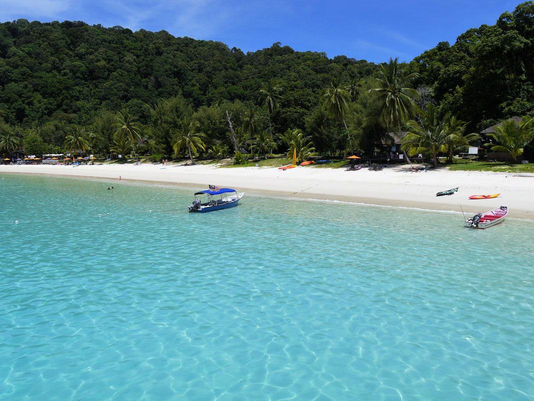 Ein Hammer von Beach, sensationell schönes azurblaues Wasser... Pulau Perhentian Besar, Malaysia (Foto Jörg Schwarz)