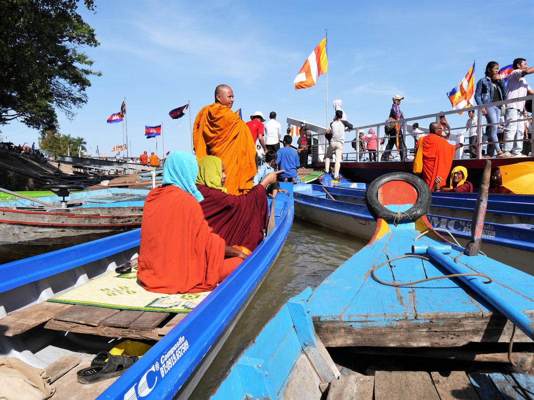 Es ist ordentlich was los am Hafen von Kompong Chhnang, Kambodscha (Foto Jörg Schwarz)