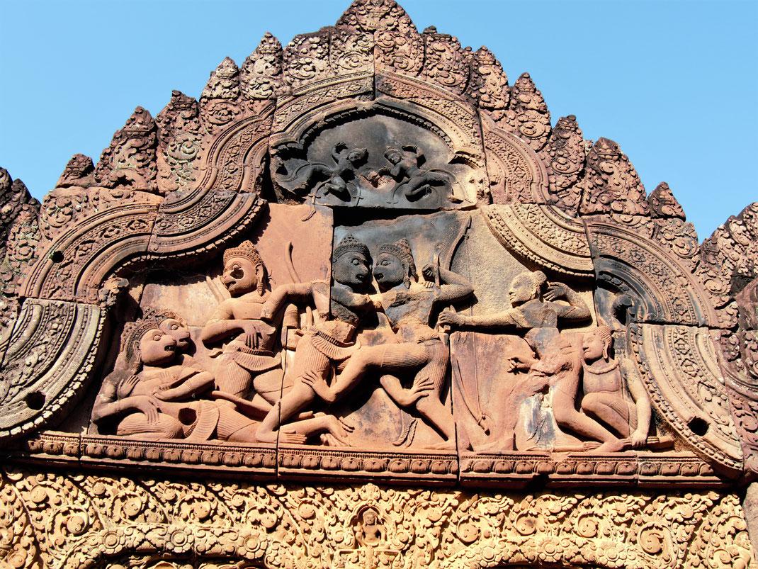 Der Krieg ist der Vater... Auch im asiatischen mythischen Kosmos spielt er eine dominante Rolle... Banteay Srei, Kambodscha (Foto Jörg Schwarz)