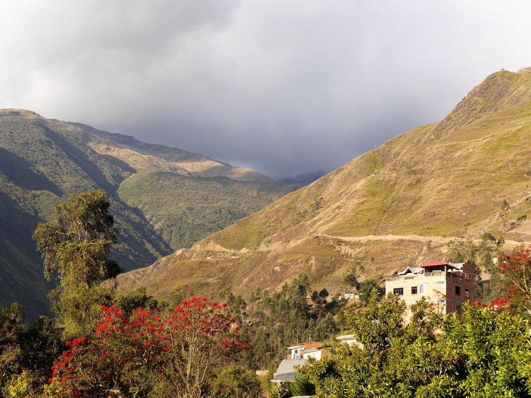 Blick heraus aus Sorata - am Rande des charmanten Orts... Sorata, Bolivien (Foto Jörg Schwarz)