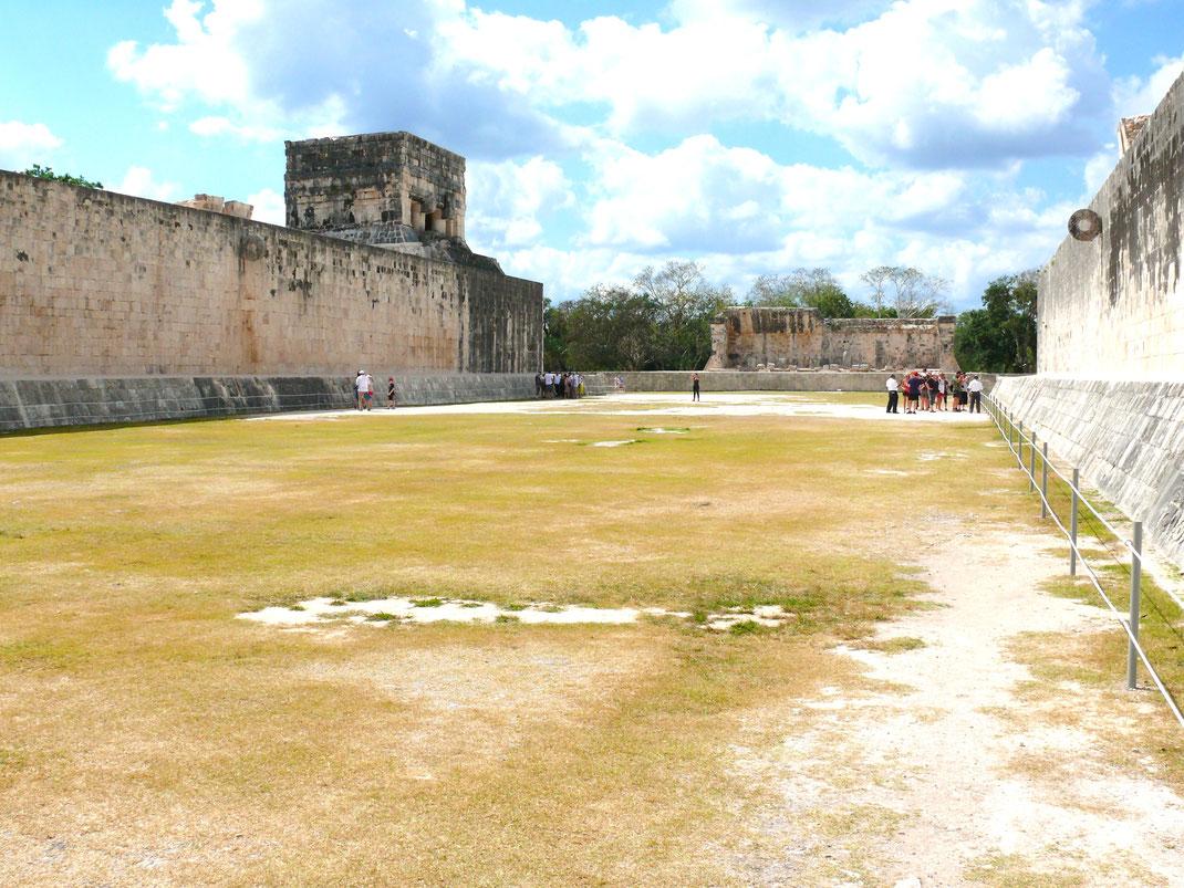 Der große Ballspielplatz Gran Juego de Pelota, der größte seiner Art in Mexiko (Foto Jörg Schwarz)
