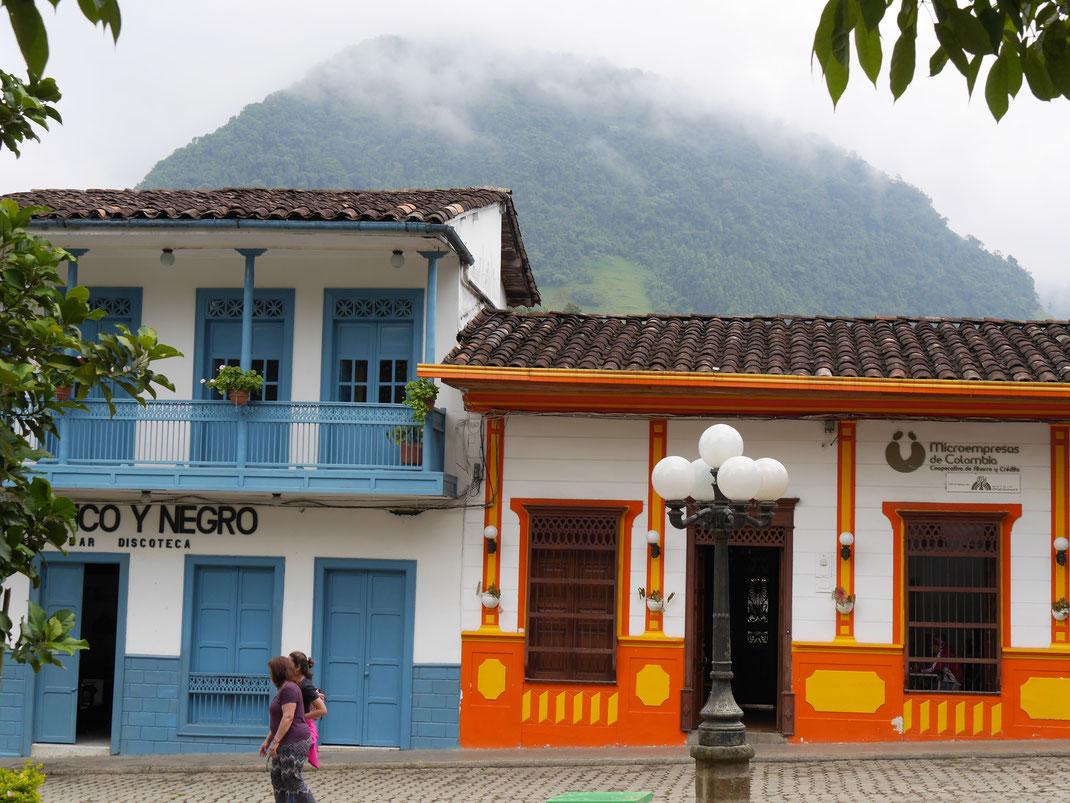 Eingefasst von traumhafter Berg- und Kaffeelandschaft: Jardin, Kolumbien (Foto Jörg Schwarz)