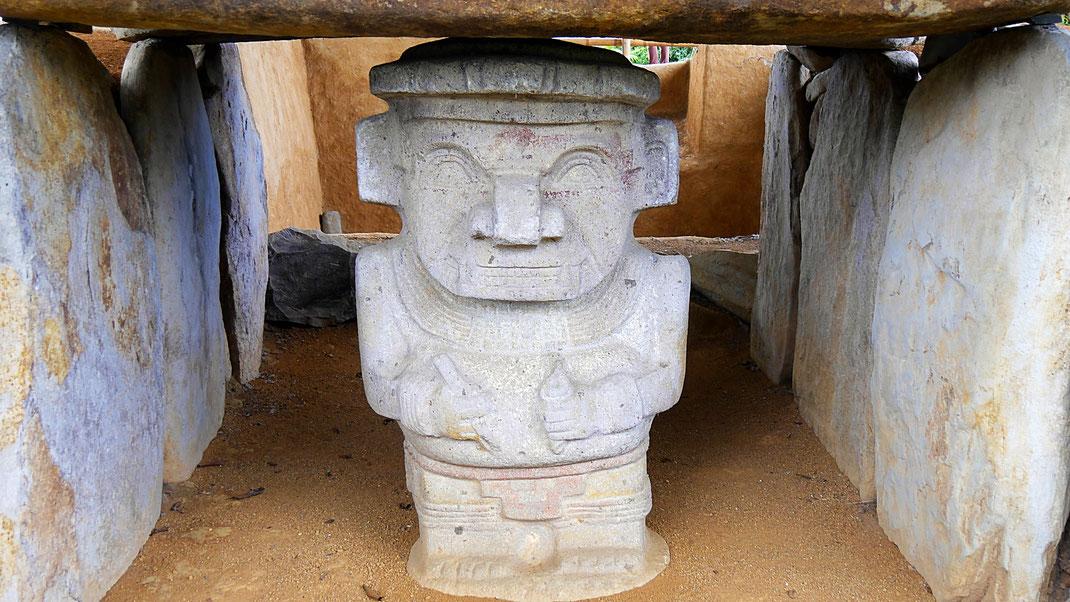 Steinskulpturen eines vergessenen Volkes in seinem Grabumfeld, San Augustin, Kolumbien (Foto Jörg Schwarz)