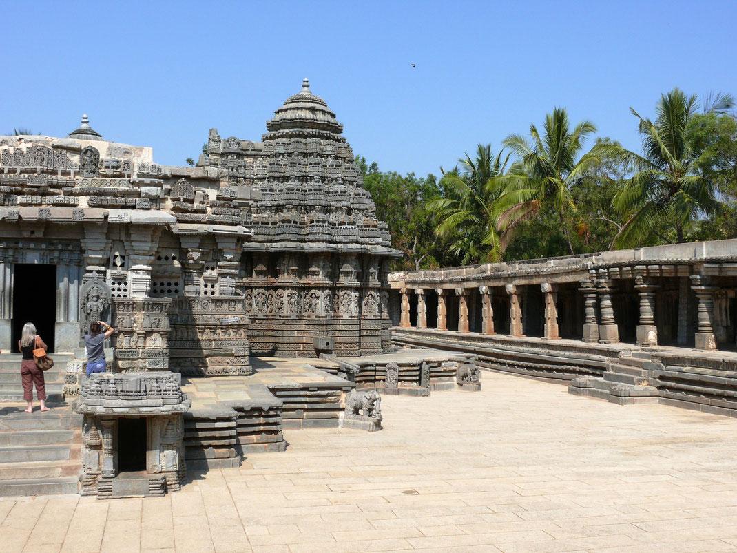 Ein Hightlight der Hoysala-Tempelkunst- und Architektur: Der Keshvara-Tempel in Somnatpur bei Mysore  (Foto Jörg Schwarz)