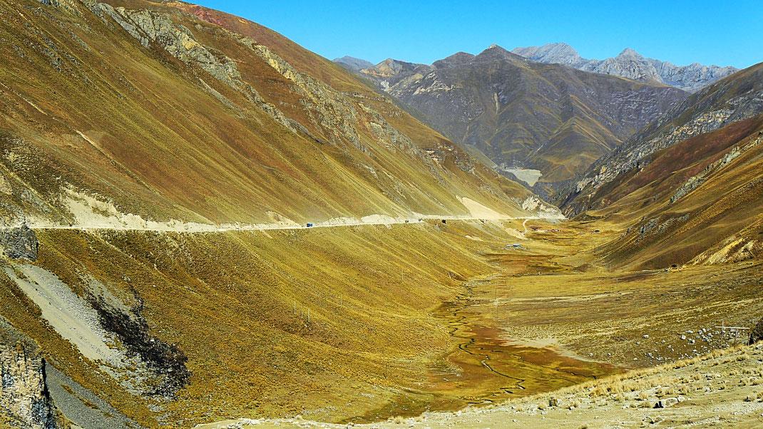 Traumhafte Pampa auf dem Weg zum Nor Yauyos Cochas-Tal, Peru (Foto Jörg Schwarz)