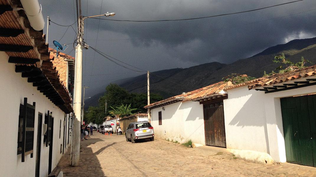 Das Wetter will sich nicht entscheiden: Sonne oder Regen? Villa de Leyva, Kolumbien (Foto Jörg Schwarz)