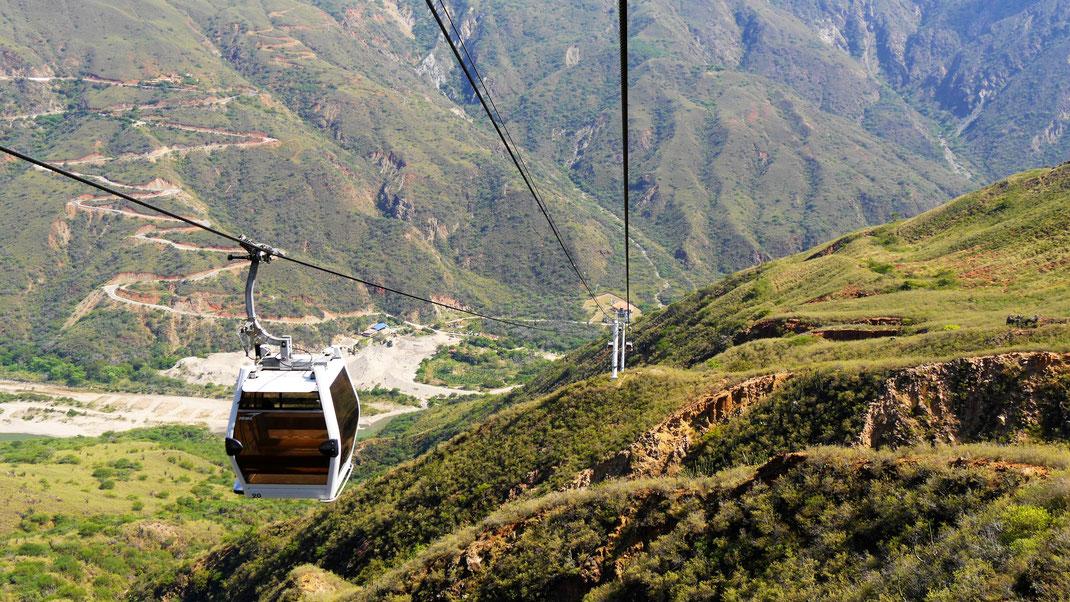 Die Distanz der Seilbahn vom höchsten zum niedrigsten Punkt beträgt mehr als 1.200 m... Aratoca, Kolumbien (Foto Jörg Schwarz)
