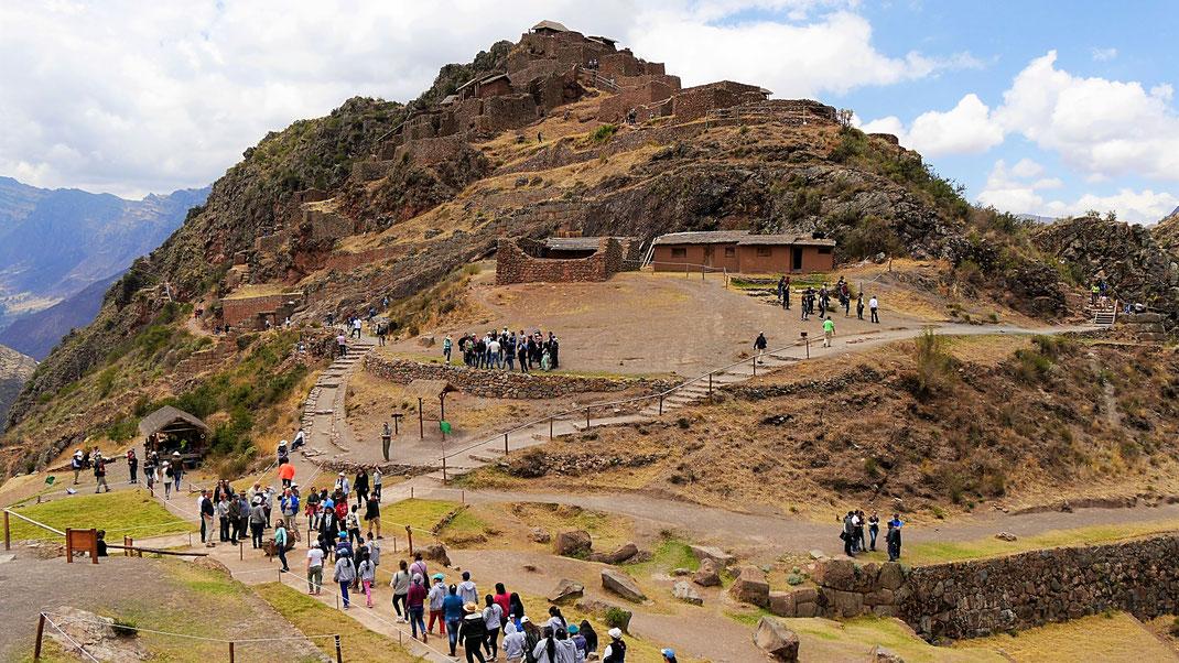 Hier strömen noch die Massen - die militärische Zone der Gruppe P'isaqa, Pisac, Peru (Foto Jörg Schwarz)