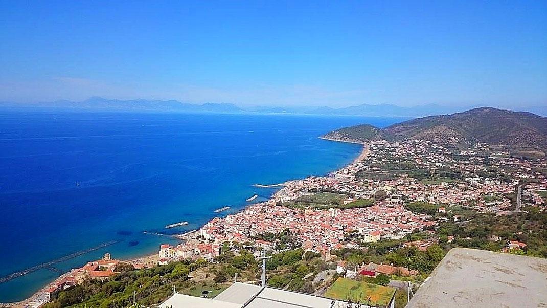 Bis zur Amalfiküste kann man sehen. Schlechte Erinnerungen werden wach... (Foto Darius Behrouzi)