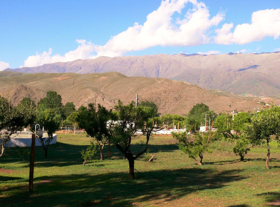 Die Umgebung läd zum Wandern ein: Der Cerro Matadero - im Vordergrund (Foto Jörg Schwarz)