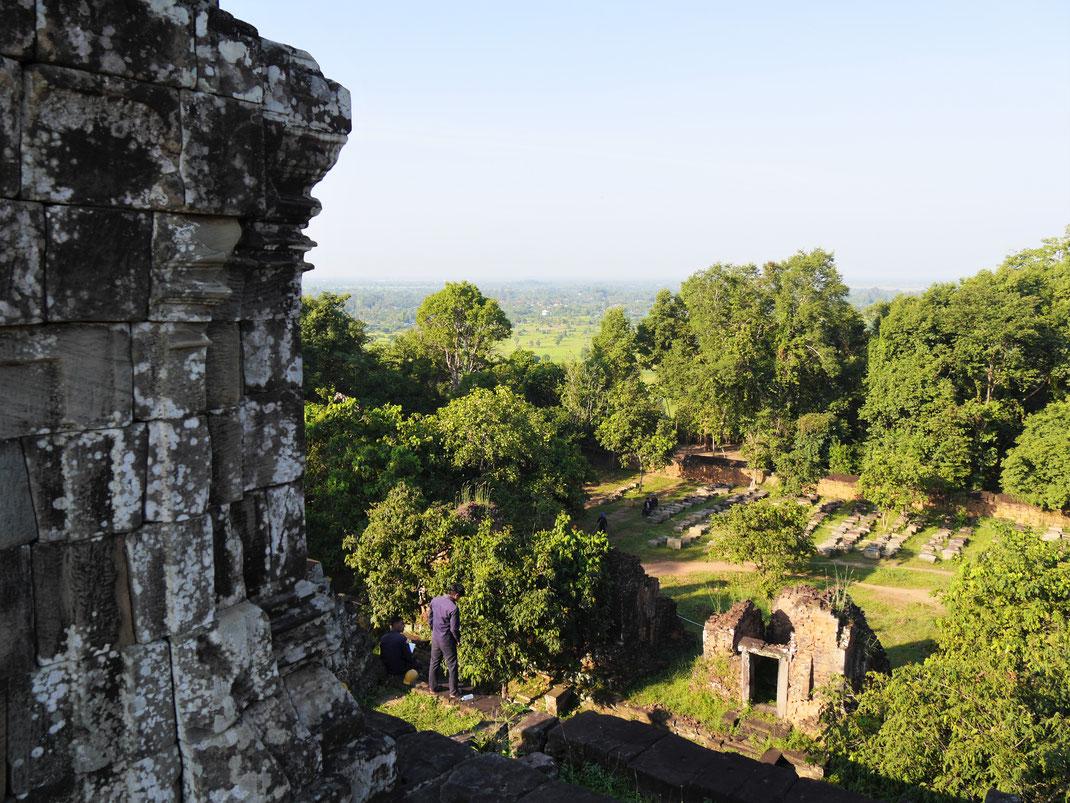 Vor allem für seine schöne Aussicht auf die Landschaft ringsumher bekannt: Der Phnom Bakheng, Kambodscha (Foto Jörg Schwarz)