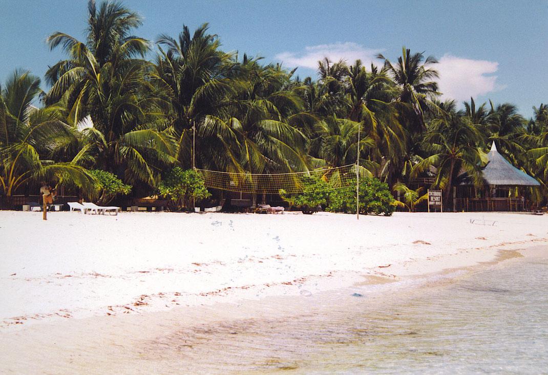 Der Bounty Beach 1999 - seither gingen einige Tropenstürme hier hinweg... (Foto Jörg Schwarz)