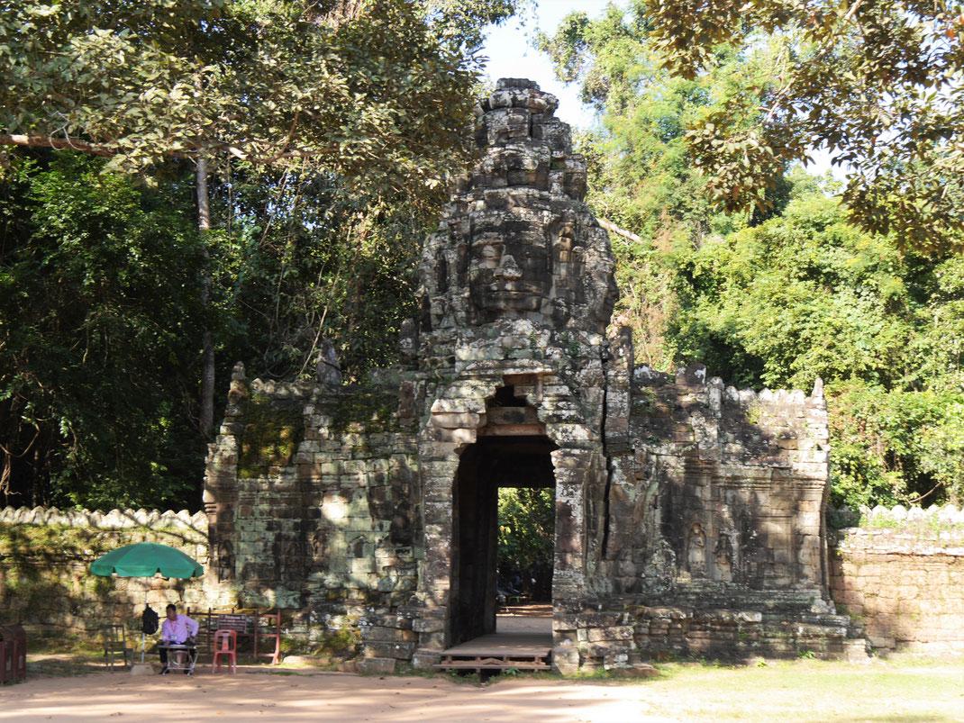 Ein Tempeltor im typischen vierköpfigen Bayon-Baustil, Banteay Kdei, Kambodscha (Foto Jörg Schwarz)