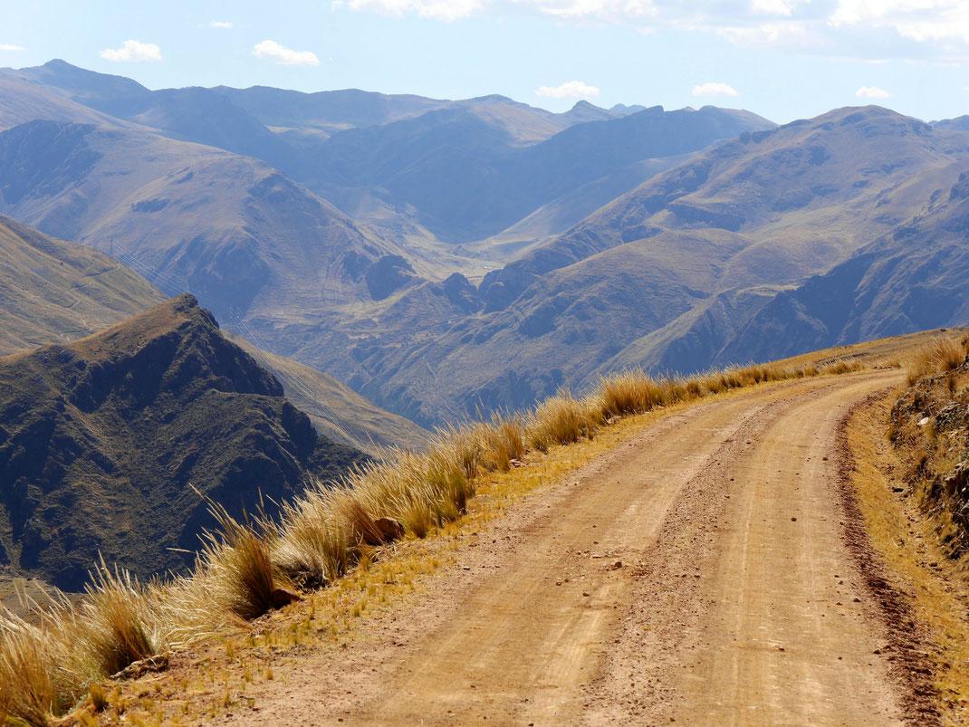 Fantastische Ausblicke auf dem höchsten Punkt des Treks, Huancavelica, Peru (Foto Jörg Schwarz)