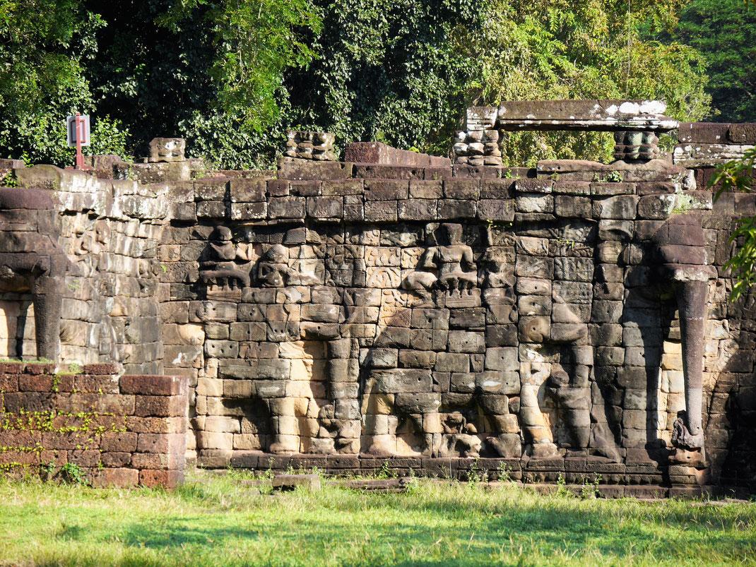 Seitansicht der Terrasse der Elefanten, Angkor Thom, Kambodscha (Foto Jörg Schwarz)