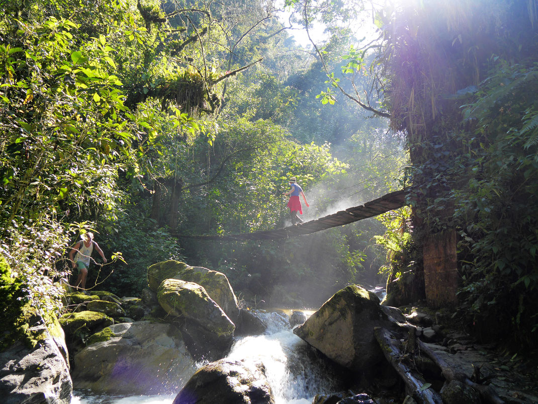 Es geht immer wieder über Brücken und am Fluss entlang, Salento, Kolumbien (Foto Jörg Schwarz)