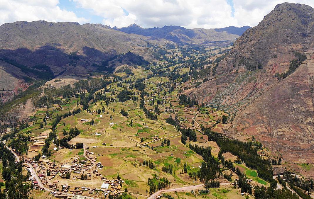 Ein Blick in die wundervolle Landschaft des Heiligen Tals, bei Pisac, Peru (Foto Jörg Schwarz)