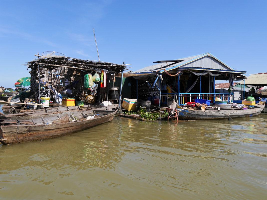Typische Bootshäuser des Schwimmenden Dorfes, Kompong Chhnang, Kambodscha (Foto Jörg Schwarz)