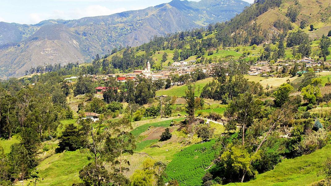 Blick aus dem Umland auf El Cocuy - mein heutiger Arbeitsplatz, El Cocuy, Kolumbien (Foto Jörg Schwarz)