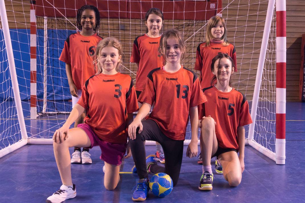 L'équipe des Elles de la JA Isle Handball participant à la Coupe d'Europe des Elles