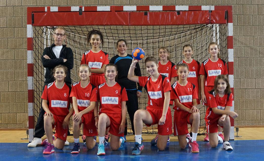 l'équipe féminine des moins de treize ans de la JA Isle Handball