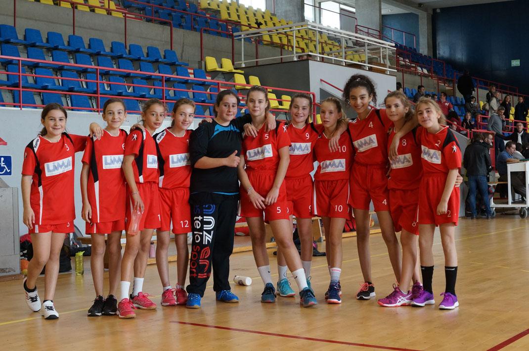 L'équipe des moins de 13 ans filles de la JA Isle Handball