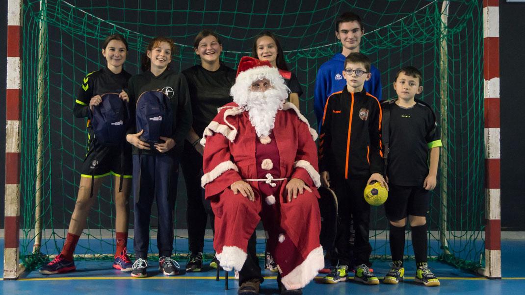 Les jeunes arbitres avec le père Noël