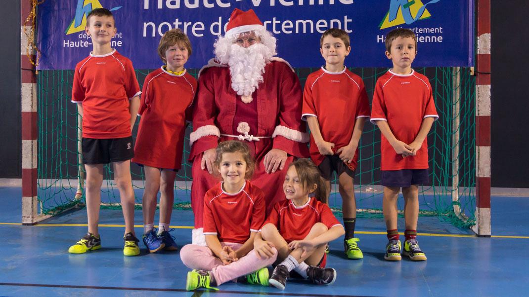l'équipe d'Isle avec le Père Noël