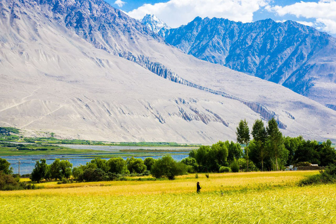 Tajikistan. In front the Pjanj River, behind, in Afghanistan, the foothills of the Hindukush