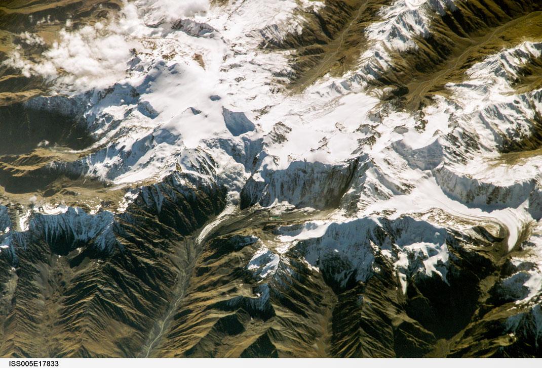 Mt. Kasbek, Georgia - From Image Analysis Laboratory, NASA Johnson Space Center, Photonumber (Mission-Roll-Frame) ISS005-E-17833 - eol.jsc.nasa.gov
