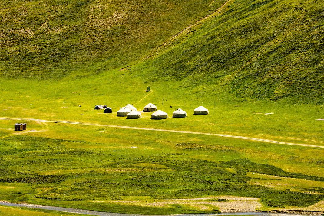 Kyrgyzstan, Lake SongKöl. Nomad camp, Yurts