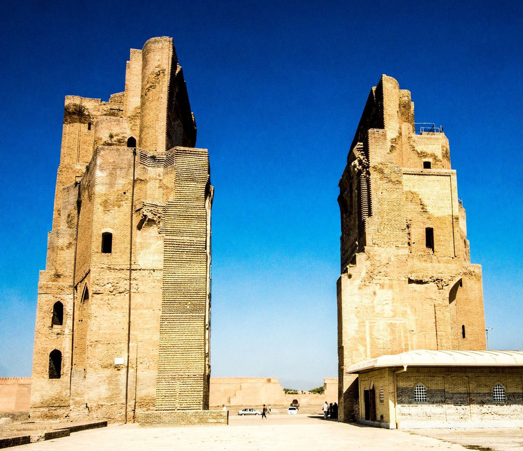 Timur's Summer Palace, the Ak-Saray or 'White Palace' was planned as the most grandiose of all Timur's constructions. Unfortunately, only traces of its gigantic 65 m gate-towers survive, with blue, white and gold mosaics