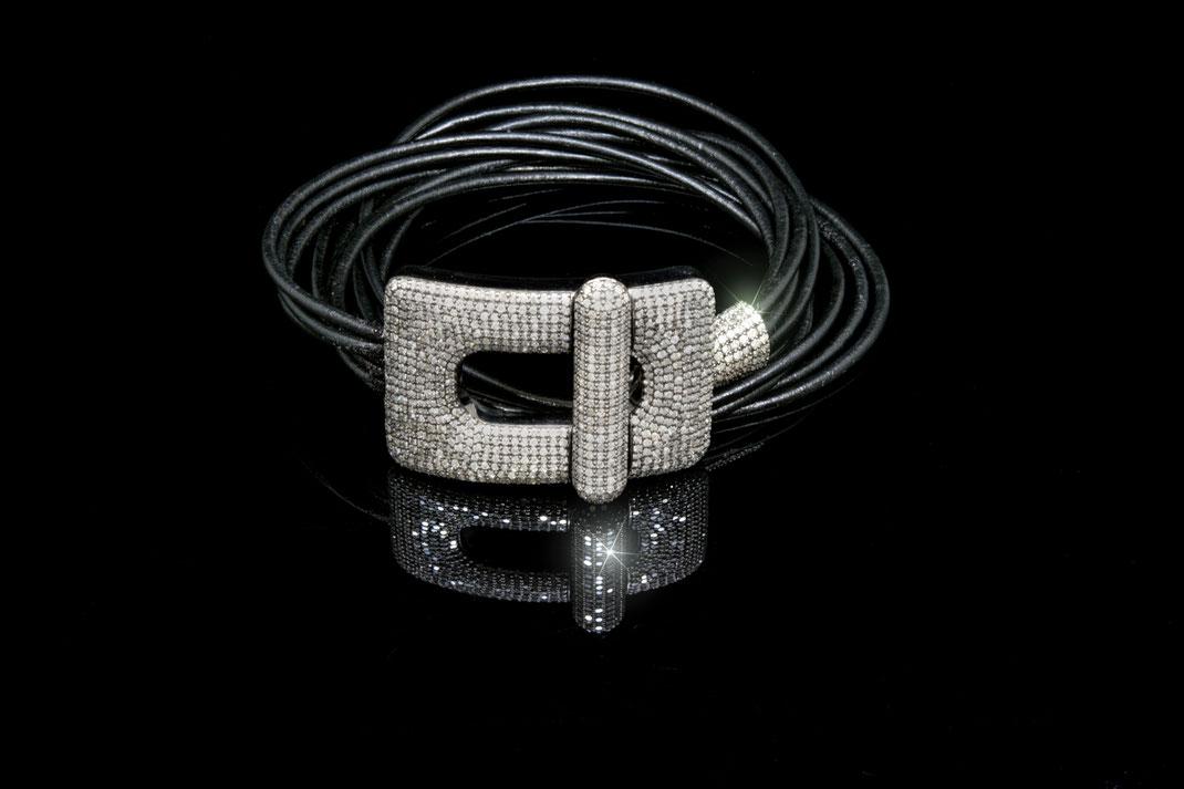 Lederarband mit großer Diamantschließe
