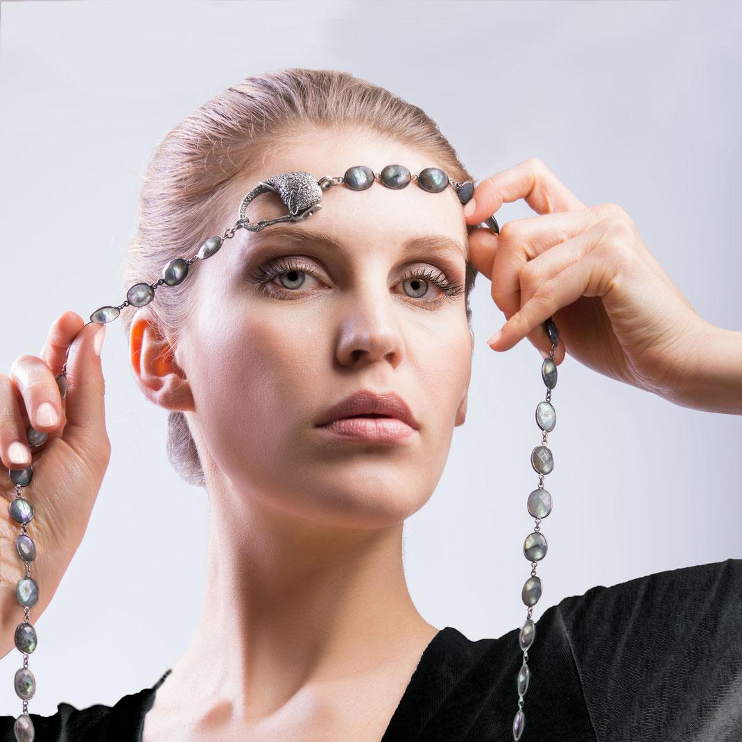 "Labradorite Bezel necklace with diamondclasp ""Elephant"""