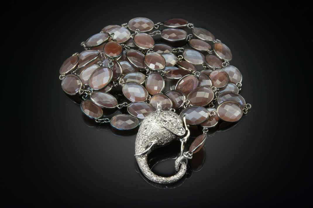 "Bezelnecklace from Chocolate Moonstone with ""Elephantclasp"""