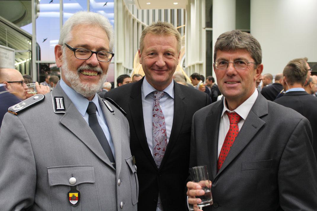 Thomas Marquardt zusammen mit Oberstleutnant a.D. Thomas Sohst (Vorsitzender des Landesverbands West des Deutschen BundeswehrVerbandes) und Ralf Jäger (Minister für Inneres und Kommunales des Landes NRW)