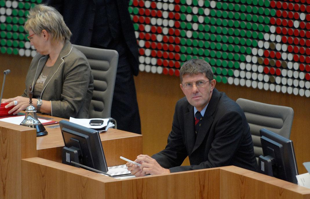 Als Schriftführer des Landtags unterstütze ich Landtagspräsidentin Carina Gödecke bei der Leitung des Landtagsplenums (c) Christoph Überfeld