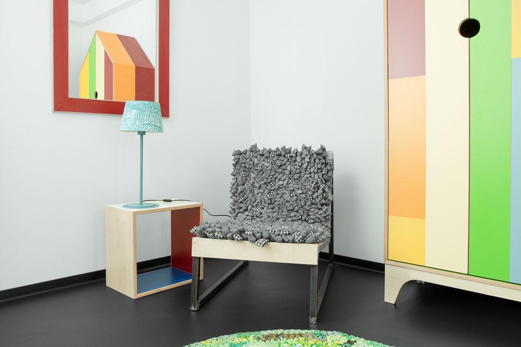 CUBES - Schlicht sticht: Unsere Würfel sind aus Restwertstoffen gefertigt und mit warmen Farben versehen.