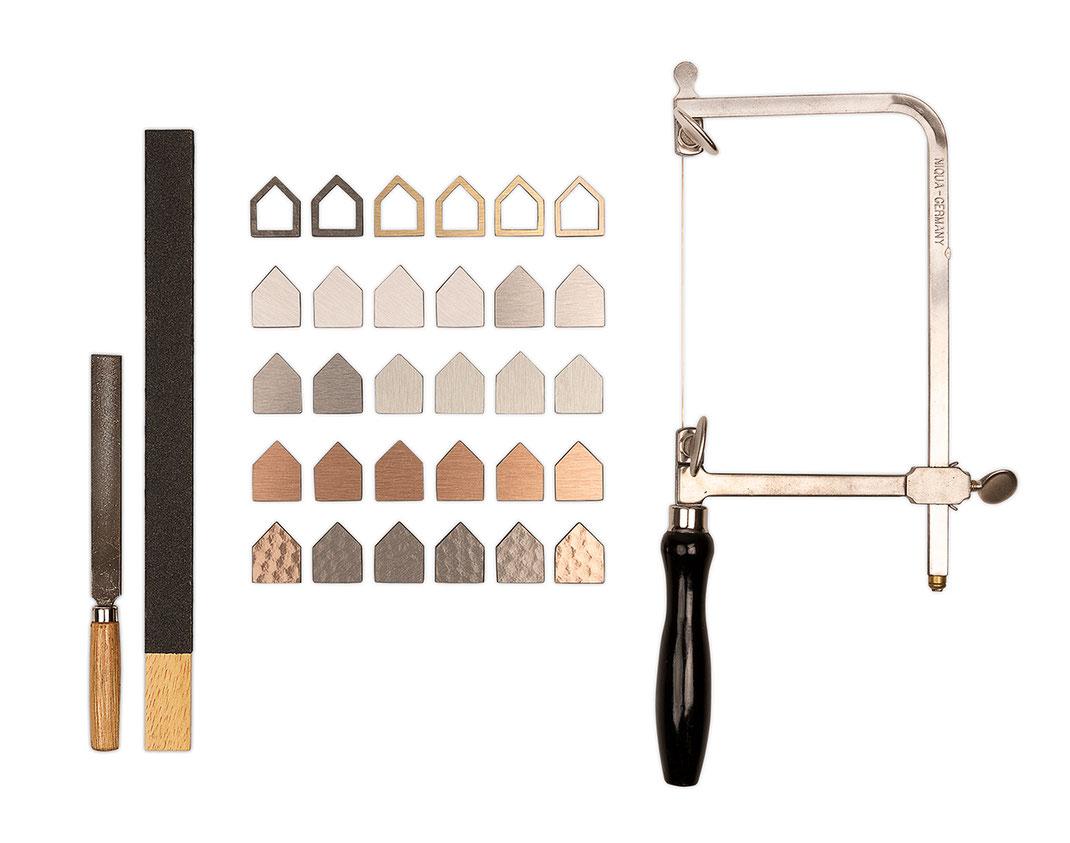 Je nach gewünschter Länge sind pro Kette 22 oder 24 Einzelelemente zu fertigen.