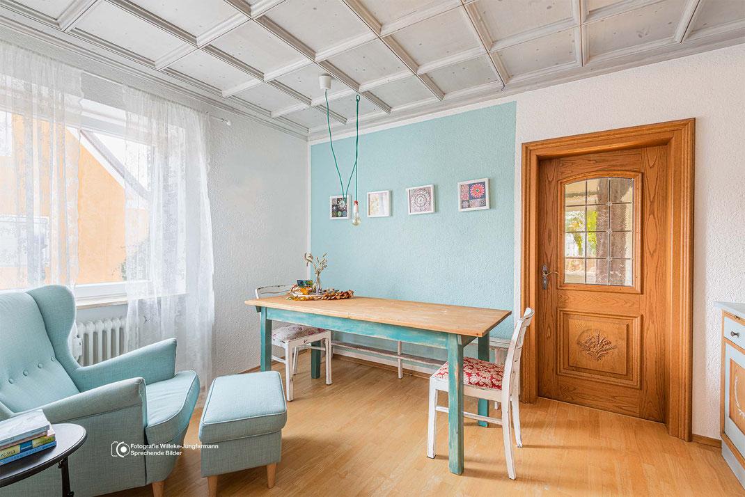Tipp: In der Immobilienfotografie Möbel und Accessoires vor der Aufnahme dekorativ in Szene setzen