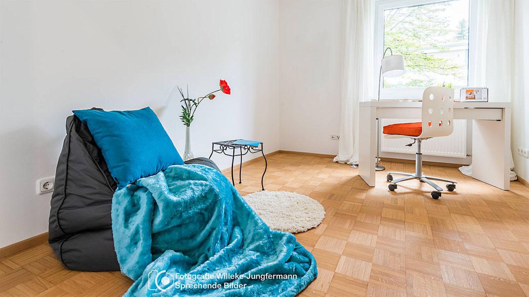 Tipp: In der Immobilienfotografie lenken Farben und Konstraste den Blick des Betrachtes, für die Immobilienfotos Bilder gestalten.