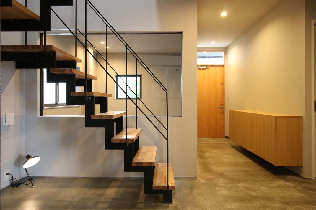モルタル土間の続く廊下 リノベーション・空間デザイン