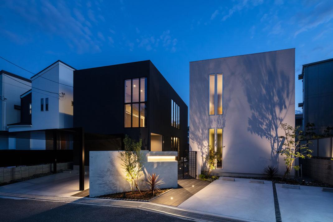 白い家と黒い家の注文住宅