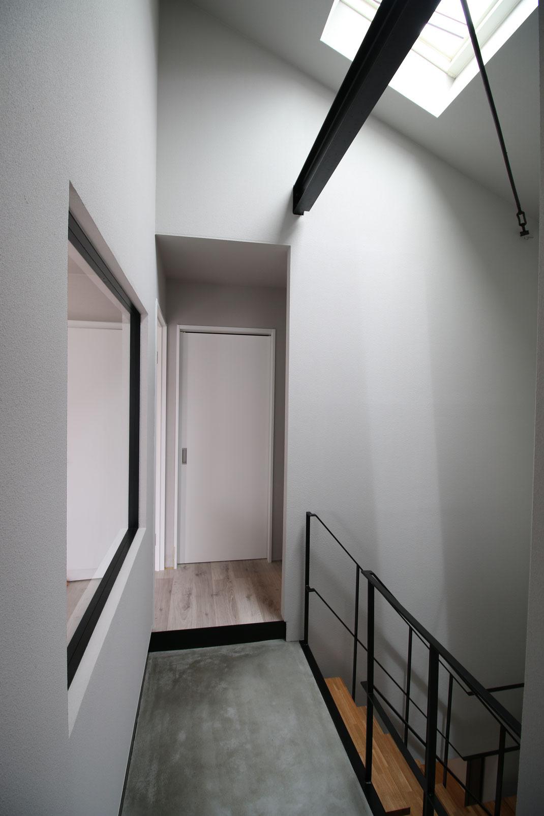 天窓からの光を取りれるリノベーション・空間デザイン