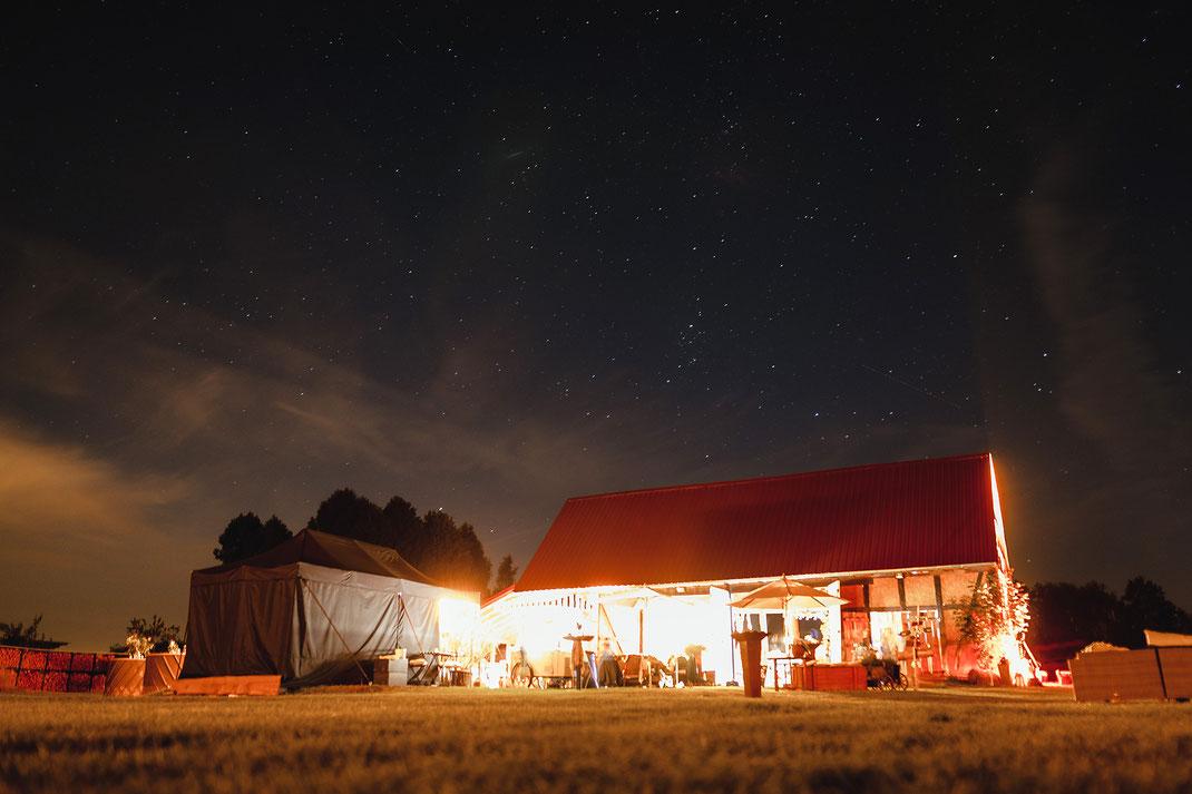 Feldscheune Schöbendorf bei Nacht